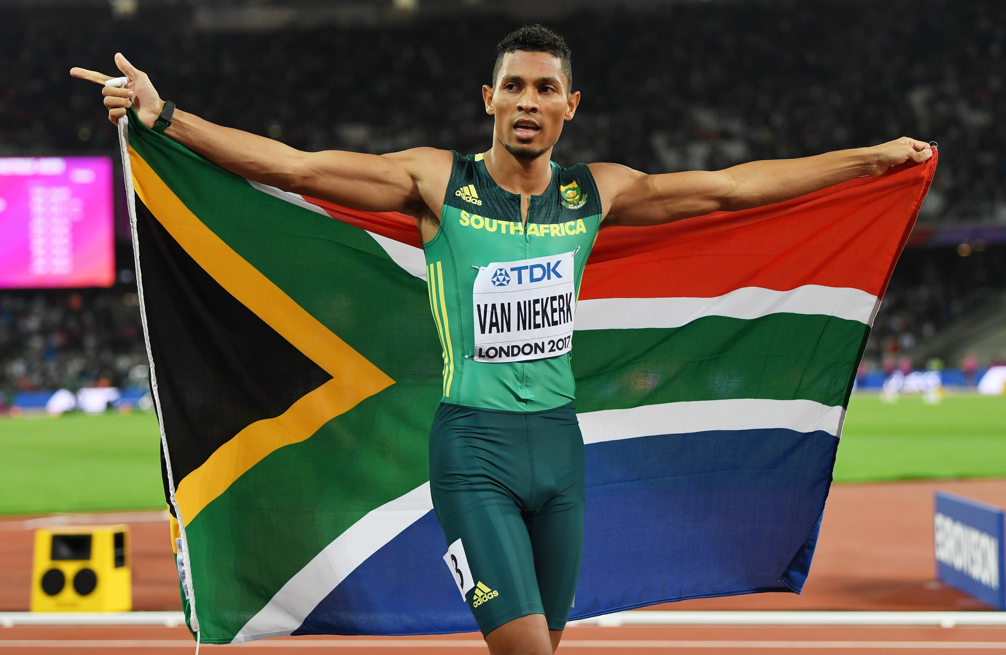 Confirmation van Niekerk wants to compete at Gold Coast 2018 boost for ticket sales
