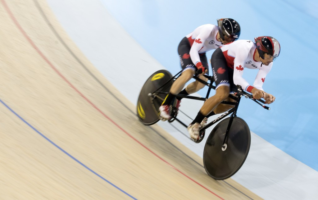 Daniel Chalifour and Alexandre Cloutier lapped their opponents to win men's visually impaired team pursuit gold