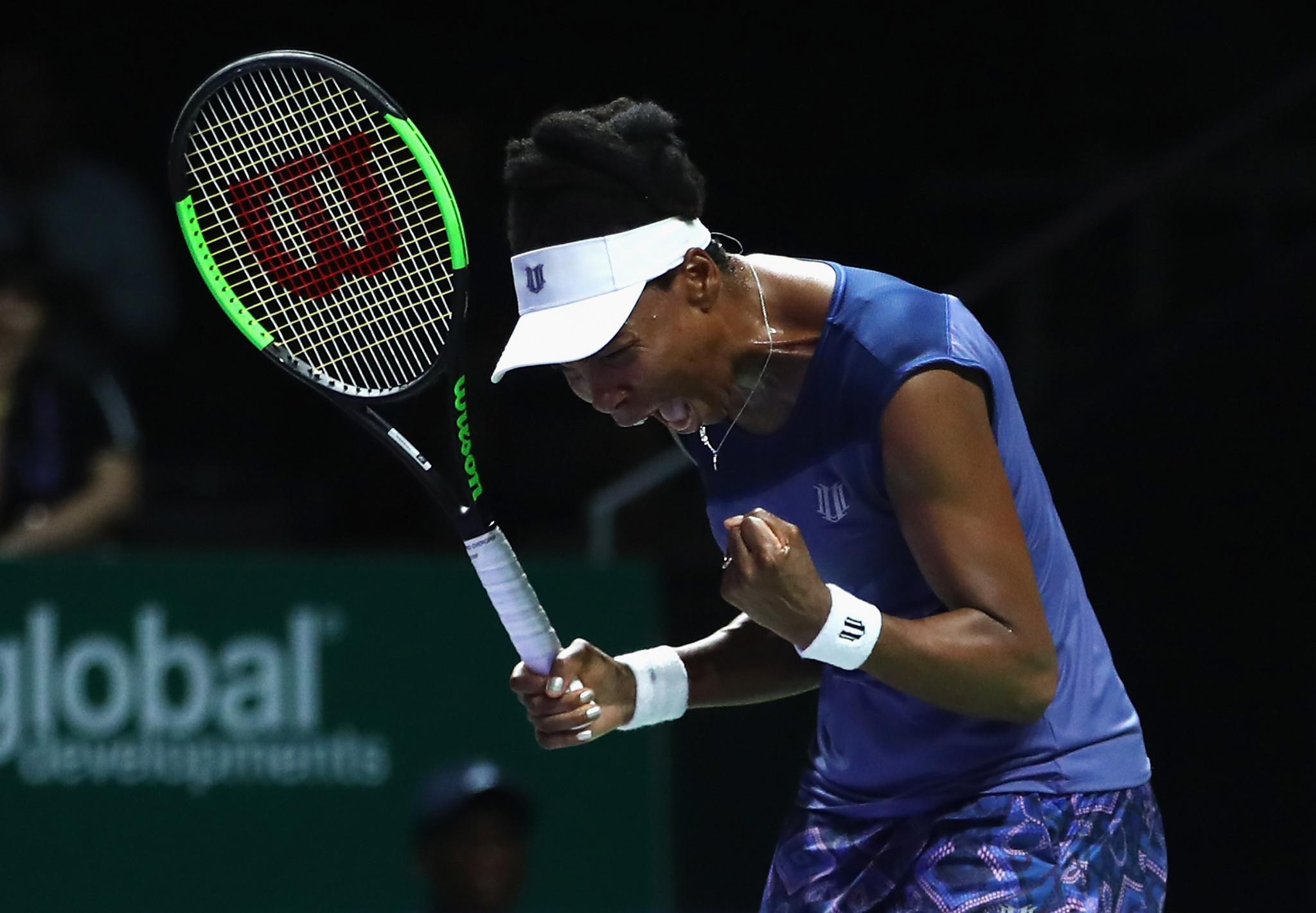 Williams beats Muguruza to reach last four at WTA Finals