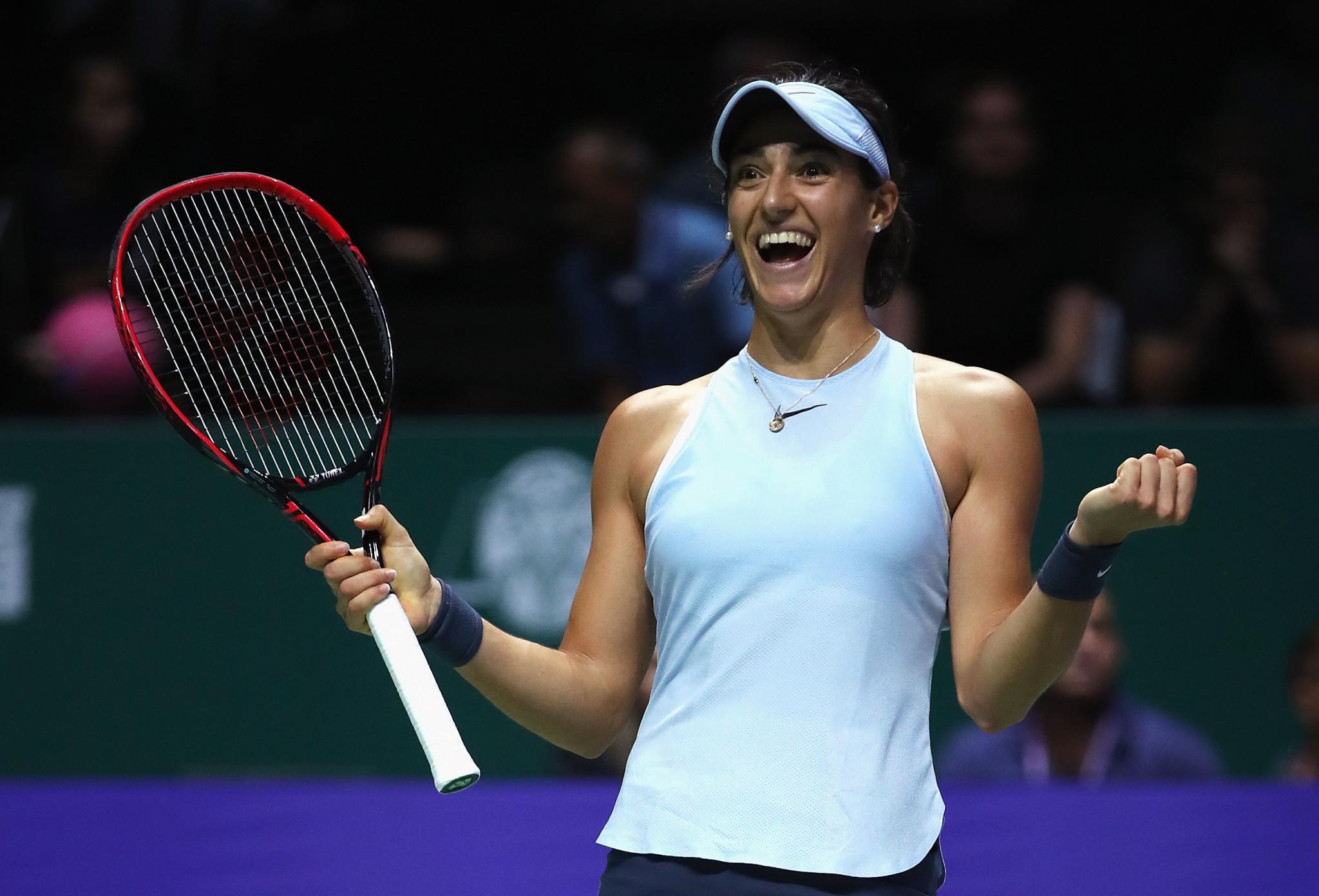 Garcia produces stunning comeback to progress at WTA Finals