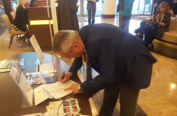 International Equestrian Federation President Ingmar De Vos was the 27th Summer Olympic sport to sign a letter protesting at the comments of SportAccord President Marius Vizer about the IOC