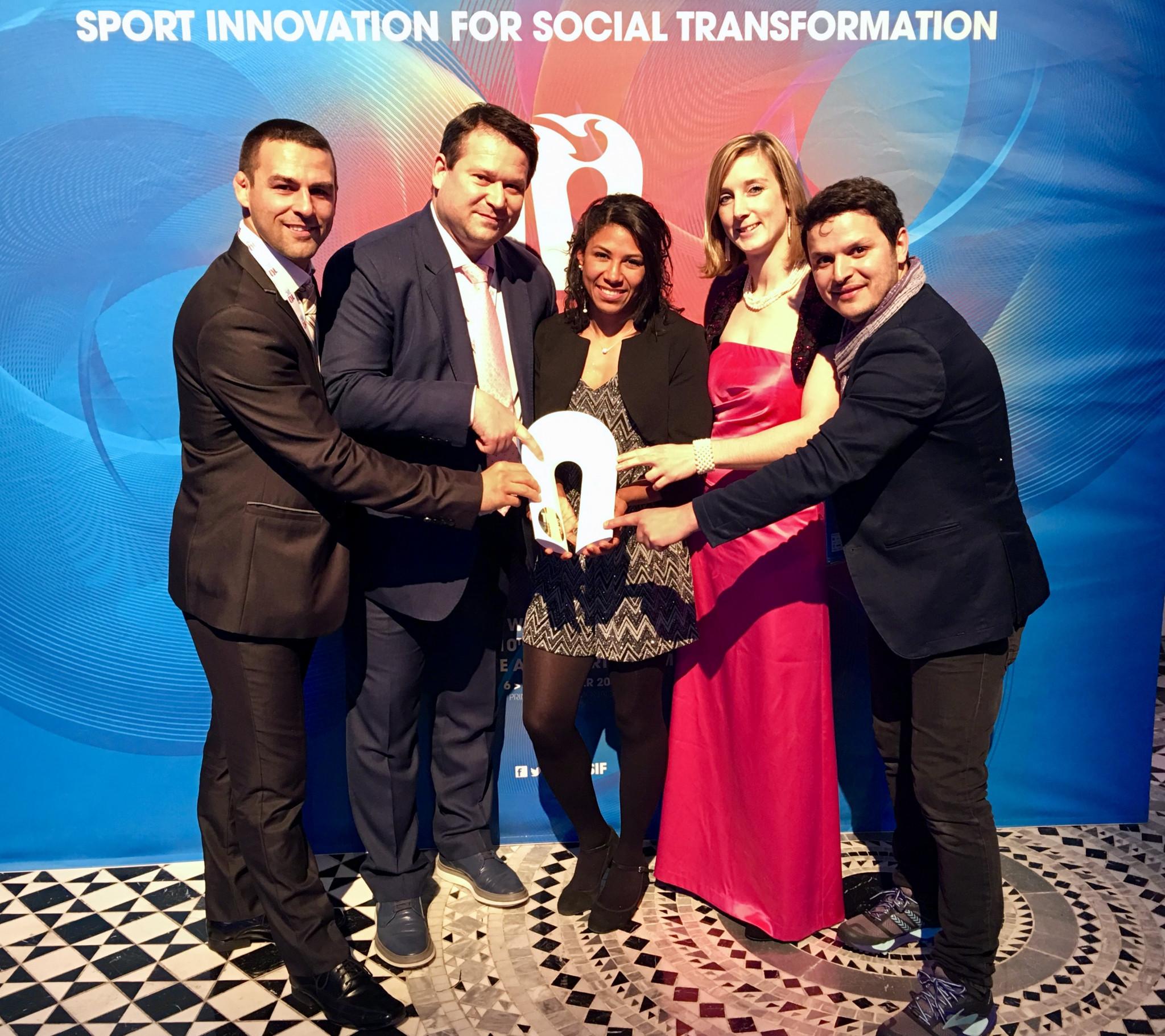 Sambo representatives with their Peace and Sport award ©FIAS