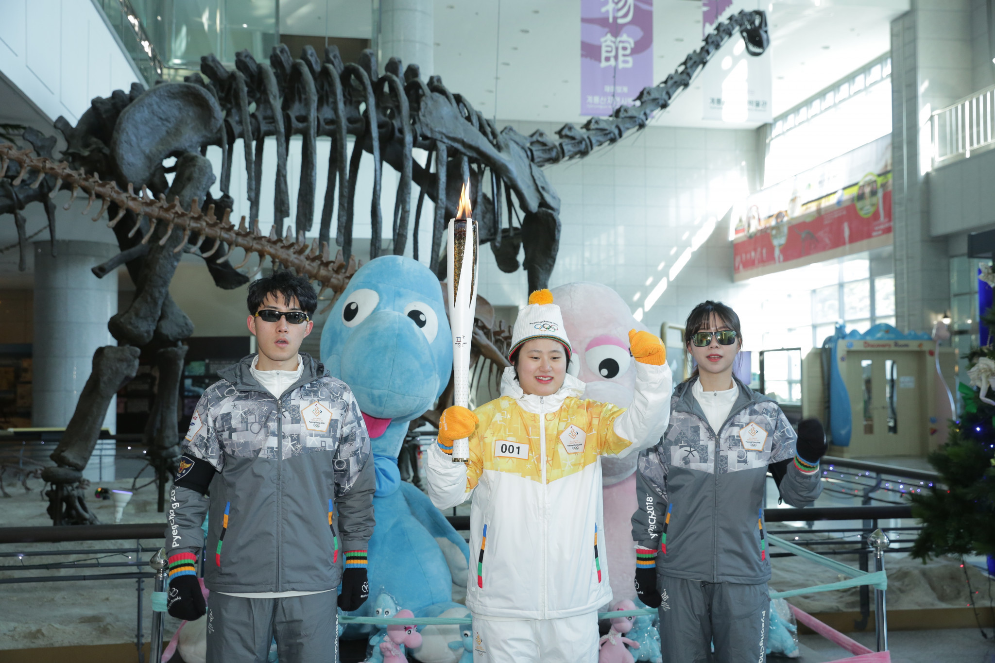 A dinosaur skeleton at the Geological museum, in Daejon , offered an unusual backdrop for runners in the Relay @Pyeongchang2018
