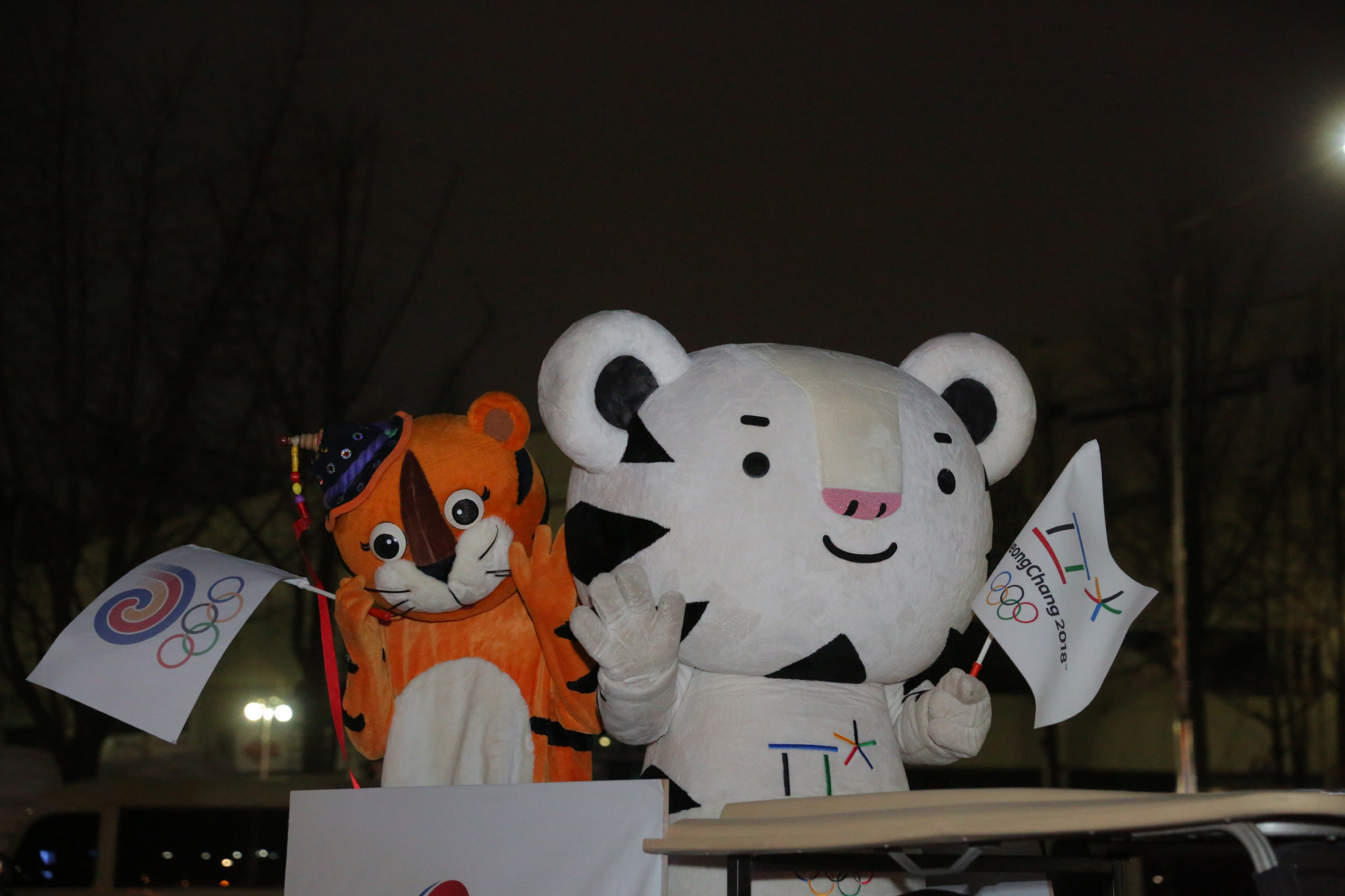 The Seoul 1988 and Pyeongchang 2018 mascots met each other during the Relay ©Pyeongchang 2018