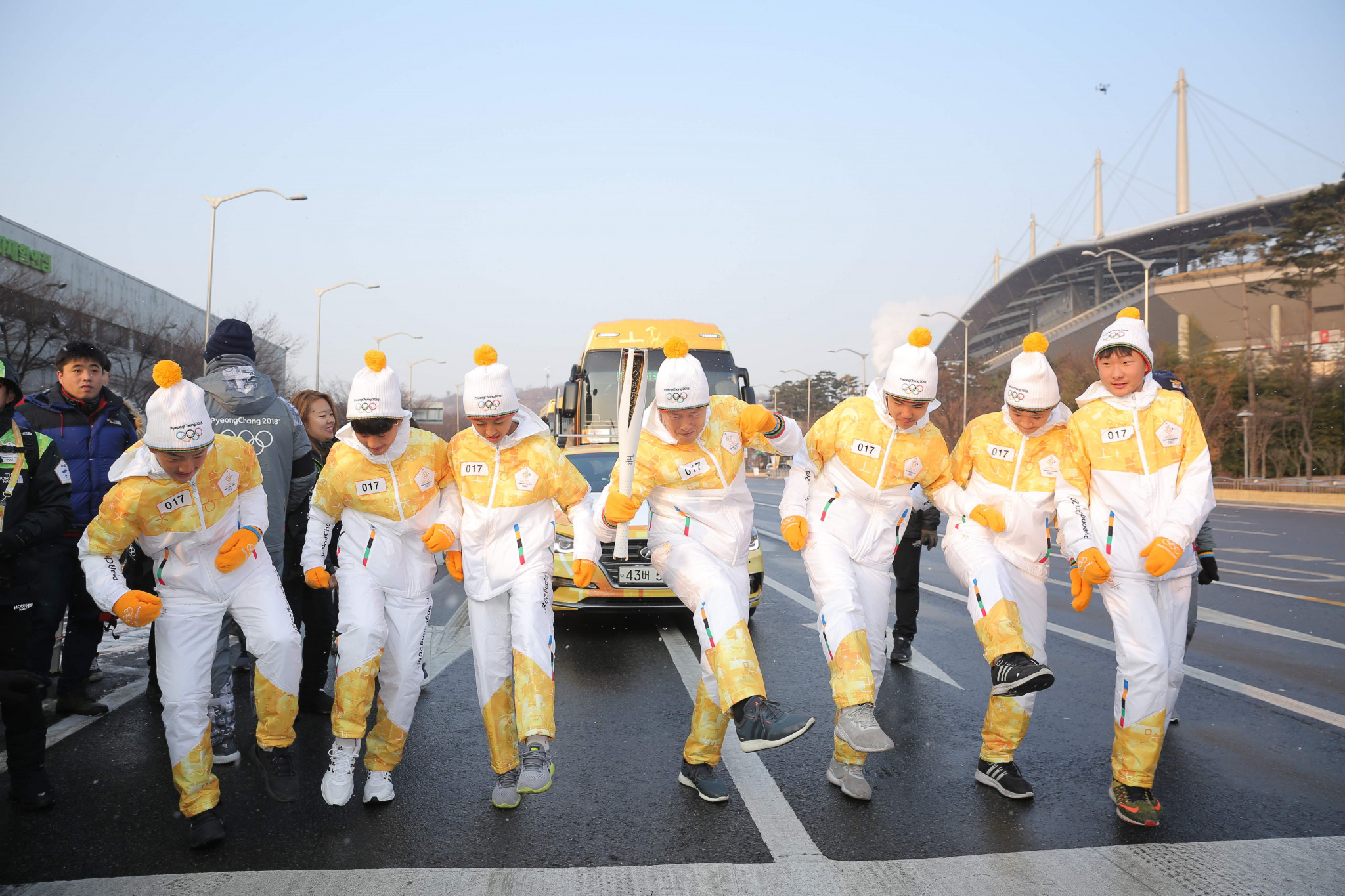 Torchbearers show some nifty footwork during the Relay ©Pyeongchang 2018