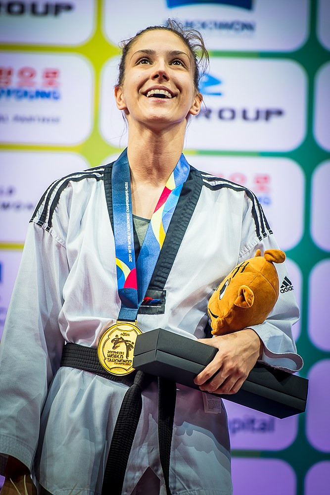 Vanja Stanković is happy to receive her gold medal at the 2017 World Championships ©World Taekwondo