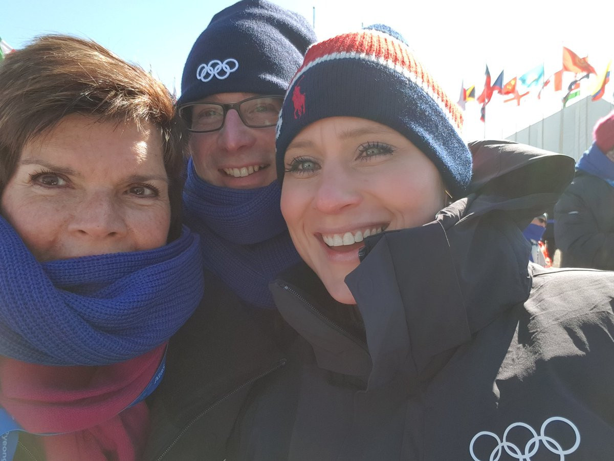 Adam Pengilly, centre, at the unveiling of Olympic Truce Mural at the Olympic Village in Pyeongchang with IOC Executive Board members Nicole Hoevertsz, left, and Angela Ruggiero ©Twitter